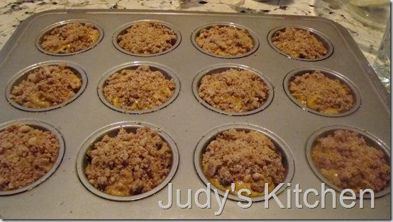 pumpkin cc streusel muffins (4)