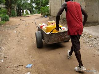 – Pénurie d'eau à Mbinza pompage, Kinshasa, 31 janvier 2011.