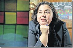 Gabriela Amarelle, déléguée à l'intégration pour la ville, a coordonné le travail des associations pour cette semaine contre le racisme. Selon elle, il est très important que la société civile y participe, afin de faire avancer les choses. En arrière-fond, l'affiche de cette édition 2009, dessinée par des adolescents d'une classe d'accueil de Béthusy. LAUSANNE, LE 10 MARS 2009, photo Chris Blaser