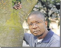 Pie Tshibanda, écrivain, conteur, éducateur, chanteur… De nombreuses casquettes pour un but: parler et comprendre (photo Chantal Dervey).