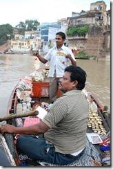 India 2010 -Varanasi  ,  paseo  en barca por el Ganges  - 21 de septiembre   116