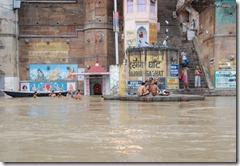 India 2010 -Varanasi  ,  paseo  en barca por el Ganges  - 21 de septiembre   127
