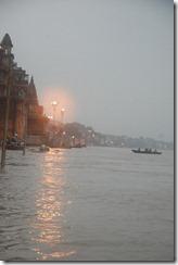 India 2010 -Varanasi  ,  paseo  en barca por el Ganges  - 21 de septiembre   56