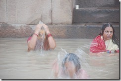India 2010 -Varanasi  ,  paseo  en barca por el Ganges  - 21 de septiembre   61