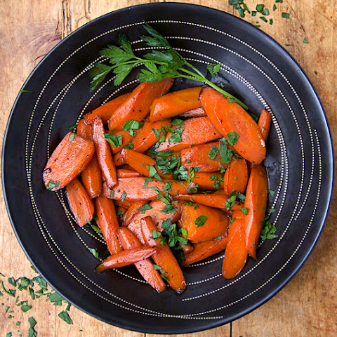 CARROTS COOKED IN WINE