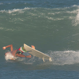 whipe out by Francisco Diniz - Sports & Fitness Surfing