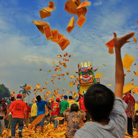 Bakar Tongkang - Riau, Indonesia by Fajar Kurniawan - News & Events World Events ( fotografer, indonesia, riau, event, traditional )
