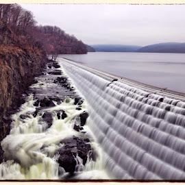 The Croton Dam by Lawrence Lazare - Instagram & Mobile iPhone ( dam croton ny hudson water )