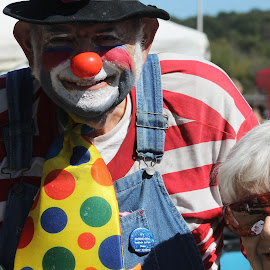 ITS THE HAPPY CLOWN AND MY MOM AT THE APPLE FESTIVAL  by Robin Hennon - People Street & Candids