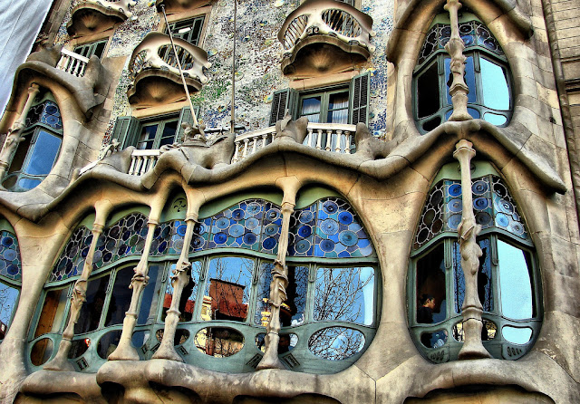 Dark roasted blend architectural genius of antoni gaudi - Art nouveau architecture de barcelone revisitee ...