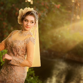 Tasyha by Tun Toms - Wedding Bride ( original lens flare, canon 6d, 70-200mm isii, minor editing, backlight, reflector )