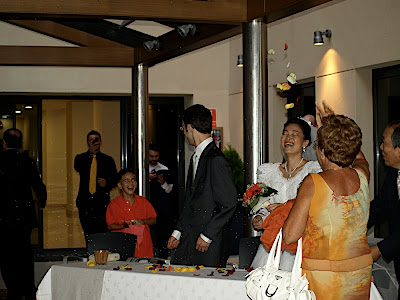 nos tiraron arroz y pétalos お米と花びらを投げられた they threw rice and flower petals at us boda 結婚 wedding pepino ペピーノ ai ale 愛 アレ Alicante アリカンテ