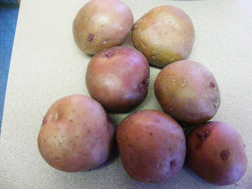 Red potatoes.  7 or 8 small red potatoes usually make a pound.