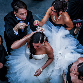Last Minute Touchup by Kevin Case - Wedding Getting Ready ( canon, kevin case, eos 5d mkii, wedding, kevdia photography, new york city, kevdia photo, nyc, bride )