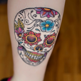 skull by Rebecca Koch - People Body Art/Tattoos ( leg, color, tatoos, beautiful, tattoo )