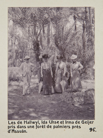 From the left: Walther von Hallwyl, unknown person, Wilhelmina von Hallwyl, Ida Uhse and Irma von Geijer, all dressed for exploring.