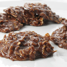 Yummy No Bake Chocolate Peanut Butter and Oatmeal Cookies!