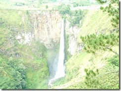 Sipiso piso waterfall (2)