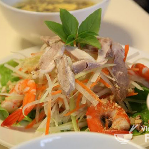 Ingredients of Vietnamese Green Papaya Salad with Prawns (Gỏi Đu Đủ Tôm)