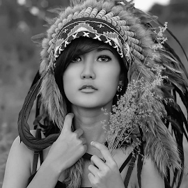 Nda Julianti by Septyadhi  Gunawan - Black & White Portraits & People ( canon, model )
