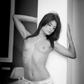 beauty in bw.. by Bogdan T. Fotografie - Nudes & Boudoir Artistic Nude ( erotic, body, nude, boudoir, art, white, shape, black )