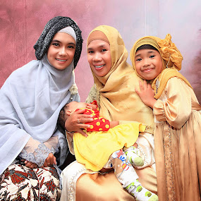 The Beauty by Syf Talkie - People Family ( sweet, islam, family, woman, hijab, pretty )