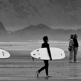 by Robert Cordrey - Sports & Fitness Surfing