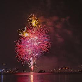 Fireworks Show Pattaya by John Greene - News & Events Entertainment ( thailand, fireworks, beach road, show, john greene, pattaya )