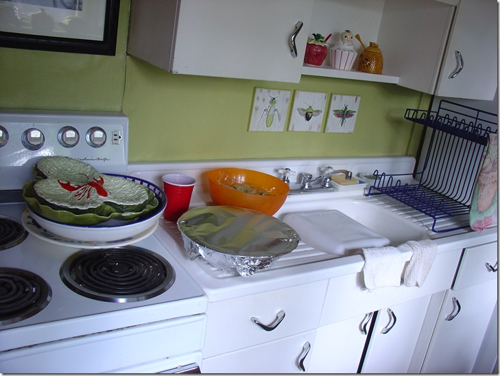 Kitchen (love that green!!!!!)