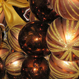 A Golden Christmas by Marcia Taylor - Novices Only Objects & Still Life