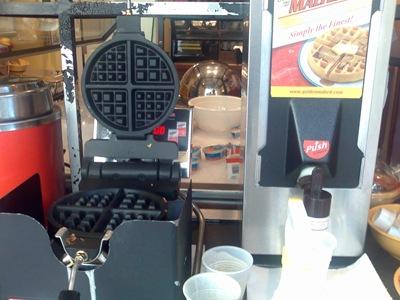 Uma máquina de waffles (gofres em português)