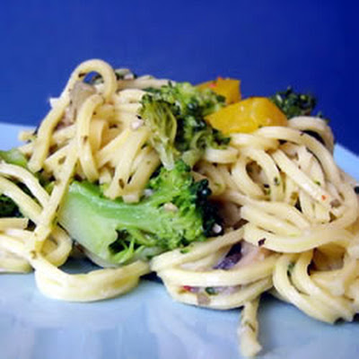 Linguini with Broccoli and Red Peppers