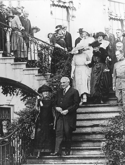 Marie Curie and the US President W.G. Harding, 1921