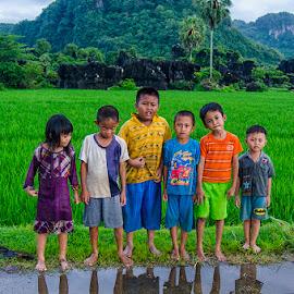 anak kecil by Muhammad Nur Alam - Babies & Children Children Candids ( street, human interest, nikon, rammang-rammang, people )