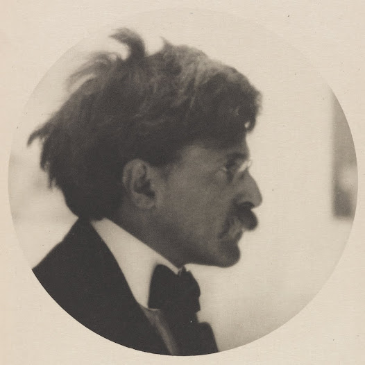 A friend showed them to Alfred Stieglitz (1864–1946), who, as a famous photographer and owner of the avant-garde <i>291</i> gallery in New York City, was an influential trendsetter and promoter of modern art. Stieglitz was immediately moved and exhibited ten of her drawings in 1916.