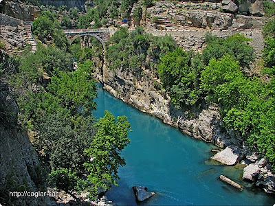 Köprüçay ın turkuaz rengi suyu ve oluklu köprü