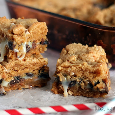 Peanut Butter Gooey Bars {25 Days of Christmas}