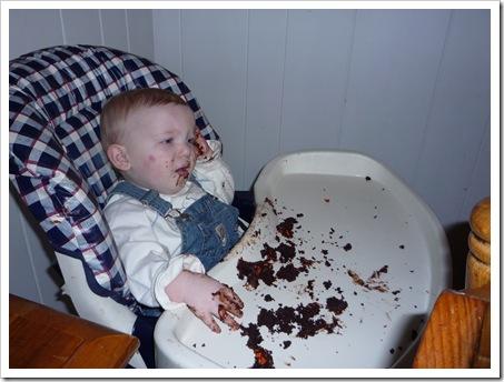 EatingCupcake3
