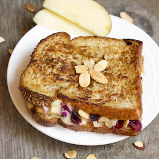 Grilled Brie Cheese Sandwich With Apple Chutney