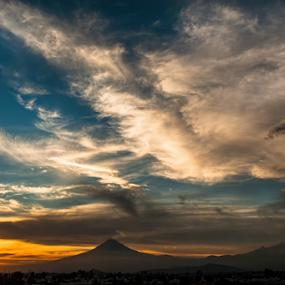 clouds , volcanes and sunrise by Cristobal Garciaferro Rubio - Landscapes Mountains & Hills ( clouds, popo, popocatepetl, volcanoes, sunshine, sun )