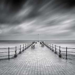 Gale force in Swanage by Nick Holland - Landscapes Weather