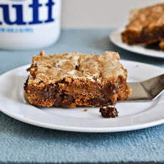 Chewy Chocolate Chunk Marshmallow Cookie Bars