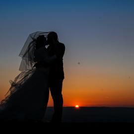 The kiss by Vasiliu Leonard - Wedding Bride & Groom ( wedding photography, fotograf nunta iasi, wedding, bride and groom, wedding photographer, bride, vasiliu leonard, fotografii nunti iasi )