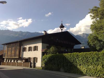 Casa típica tirolesa, con vaqueriza incluída :S