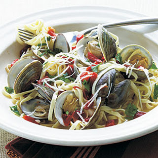Fresh Garlic Linguine with Clams