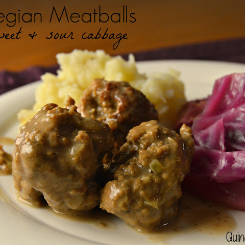 Kjøttkaker med Brunsaus (Norwegian Meatballs with Gravy)
