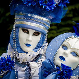 Twin masks by Arti Fakts - News & Events World Events ( twin, carnival, blue, pearls, carnaval, venice, masks, mask, artifakts, venezzia, portrait, disguised,  )