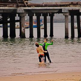 Friends in Winter by Fico Stein Montagne - Babies & Children Children Candids ( playing, water, agua, friends, amigos, playa, beach, nikon d7000, jugando )