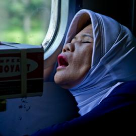 Sleepy by Hapis Musliim - People Street & Candids