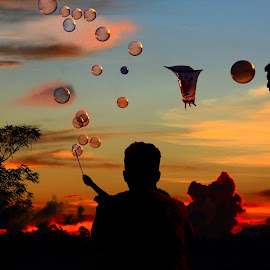 Melepas Balon by Ismanto Lungsi - People Street & Candids